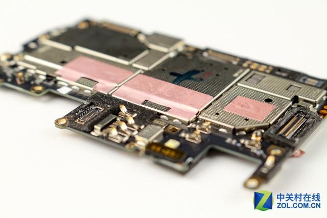 令人遗憾的是,vivo x7的主板屏蔽罩均是焊接在主板上的,所以我们今天