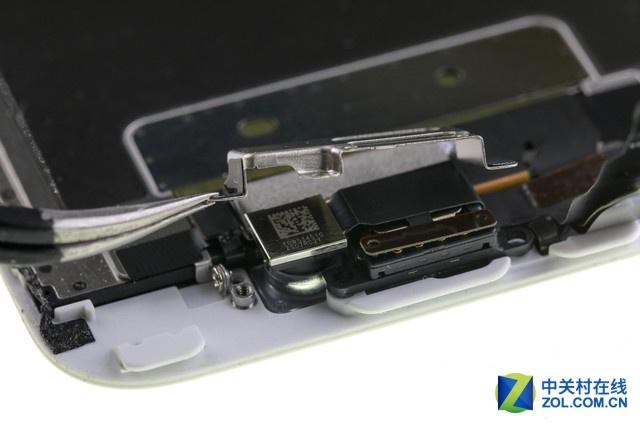 在本次直播中,我们将共同探讨,解决以下几个问题: 1:探究iPhone 6S相比iPhone 6机身重量增加了20g,这些重量都去哪里了? 2:听说国外有人将iPhone6S浸泡水里长达1小时却依然可以用,它真的有防水设计? 3:新的3D touch功能是通过在屏幕内加入力度感应电容元件的,那么这个元件在哪,令屏幕模组的厚度增加了多少呢? 4:Taptic Engine究竟里面是啥结构,为啥iPhone 6S和iPhone 6S plus的会有不同呢?和前代比,这一代的振动器体积又增大了多少呢? 5:A9